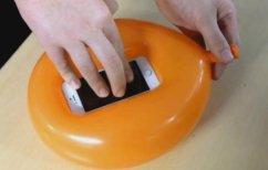 ΝΕΑ ΕΙΔΗΣΕΙΣ (Πώς να φτιάξετε μια θήκη για το κινητό σας σε δευτερόλεπτα μόνο με ένα… μπαλόνι (ΒΙΝΤΕΟ))