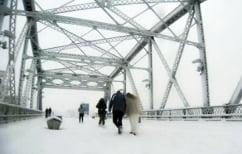 ΝΕΑ ΕΙΔΗΣΕΙΣ (Το τόλμησαν: Παντρεύτηκαν πάνω σε γέφυρα την ώρα της χιονοθύελλας (ΒΙΝΤΕΟ))