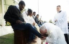 ΝΕΑ ΕΙΔΗΣΕΙΣ (Ραντίστε τα κεφάλια των νεοφασιστών με το νερό που έπλυνε ο Πάπας τα πόδια μεταναστών…)
