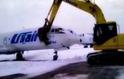 ΝΕΑ ΕΙΔΗΣΕΙΣ (Τον απέλυσαν και… διέλυσε αεροπλάνο με μια μπουλντόζα (ΒΙΝΤΕΟ))
