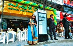 ΝΕΑ ΕΙΔΗΣΕΙΣ (Πώς μία ιδιοκτήτρια εστιατορίου ταΐζει άστεγους με ένα… ψυγείο)