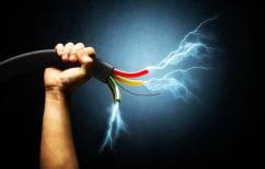 ΝΕΑ ΕΙΔΗΣΕΙΣ (Σοκαριστικό ΒΙΝΤΕΟ: Τεχνικός υπέστη ηλεκτροπληξία σε πυλώνα, στην Αγγλία)