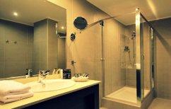 ΝΕΑ ΕΙΔΗΣΕΙΣ (Γιατί δεν πρέπει να πίνετε νερό από τα ποτήρια του μπάνιου στα ξενοδοχεία)