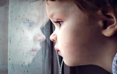 ΝΕΑ ΕΙΔΗΣΕΙΣ (Σοκαριστικό ΒΙΝΤΕΟ: Κοριτσάκι δύο ετών πέφτει από το παράθυρο λεωφορείου)