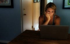 ΝΕΑ ΕΙΔΗΣΕΙΣ (ΣΟΚ: 19χρονη αυτοκτονεί σε ζωντανή σύνδεση! (ΒΙΝΤΕΟ))