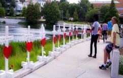 ΝΕΑ ΕΙΔΗΣΕΙΣ (Έφτιαξε 49 σταυρούς για τα θύματα του Ορλάντο και ταξίδεψε 2.000 χλμ για να τους μεταφέρει (ΦΩΤΟ))