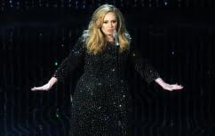 ΝΕΑ ΕΙΔΗΣΕΙΣ (Η Adele σταμάτησε τη συναυλία της για να δείξει Euro (ΒΙΝΤΕΟ))
