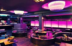 """ΝΕΑ ΕΙΔΗΣΕΙΣ (Το πιο διάσημο club του Λονδίνου πρόσφερε """"μπόμπες"""" στους πελάτες του (ΒΙΝΤΕΟ))"""