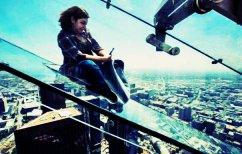 ΝΕΑ ΕΙΔΗΣΕΙΣ (Θα μπαίνατε σε αυτή την γυάλινη τσουλήθρα στον 70ό όροφο; (ΒΙΝΤΕΟ))