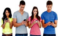 """ΝΕΑ ΕΙΔΗΣΕΙΣ (Πόσο συχνά """"τσεκάρουν"""" το κινητό τους οι άντρες και οι γυναίκες)"""