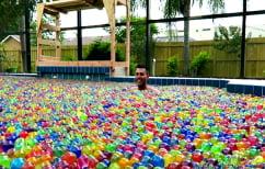 ΝΕΑ ΕΙΔΗΣΕΙΣ (Γέμισε μια πισίνα με 25 εκατ. μπαλάκια orbeez για να τσεκάρει τη θεωρία του Αρχιμήδη (ΒΙΝΤΕΟ))