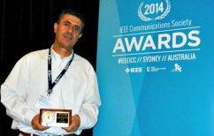ΝΕΑ ΕΙΔΗΣΕΙΣ (Ο έλληνας καθηγητής του ΑΠΘ που μελετά τη φόρτιση κινητών χωρίς ρεύμα)