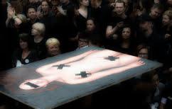 ΝΕΑ ΕΙΔΗΣΕΙΣ (Γιατί ντύθηκαν στα μαύρα οι γυναίκες στην Πολωνία; Καθολική η απαγόρευση των αμβλώσεων)