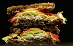ΝΕΑ ΕΙΔΗΣΕΙΣ (Το σάντουιτς των 8.000 θερμίδων – Υπογράφεις πως δεν θα μηνύσεις το εστιατόριο αν πάθεις καρδιακή προσβολή (ΦΩΤΟ))