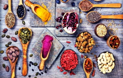 ΝΕΑ ΕΙΔΗΣΕΙΣ (Τέσσερις υπερτροφές που μπορείς εύκολα να συμπεριλάβεις στη διατροφή σου)