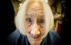 ΝΕΑ ΕΙΔΗΣΕΙΣ (Γιαγιά χρησιμοποιεί για πρώτη φορά τον στεγνωτήρα χεριών και τρελαίνει το διαδίκτυο (ΒΙΝΤΕΟ))