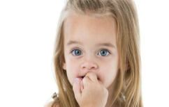 ΝΕΑ ΕΙΔΗΣΕΙΣ (Γιατί, τελικά, τρώμε τα νύχια μας)