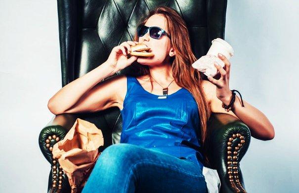 bigstock-Funny-crazy-woman-eating-hambu-99183431