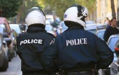 ΝΕΑ ΕΙΔΗΣΕΙΣ (Αστυνομικός αυτοπυροβολήθηκε με το υπηρεσιακό του όπλο στο τμήμα)