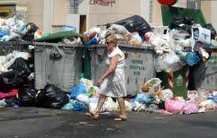 ΝΕΑ ΕΙΔΗΣΕΙΣ (Παραμένουν τα μισά σκουπίδια στους δρόμους του Πειραιά)