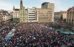 ΝΕΑ ΕΙΔΗΣΕΙΣ (Πολωνία: Χιλιάδες διαδηλωτές κατά της «οπισθοδρομικής» δικαστικής μεταρρύθμισης)