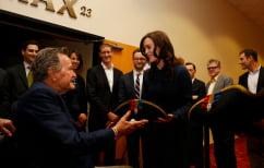 ΝΕΑ ΕΙΔΗΣΕΙΣ (Ηθοποιός κατηγορεί τον Τζορτζ Μπους για σεξουαλική παρενόχληση)