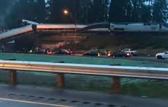 ΝΕΑ ΕΙΔΗΣΕΙΣ (ΗΠΑ: Βαγόνι τρένου έπεσε σε αυτοκινητόδρομο)