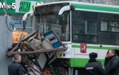 ΝΕΑ ΕΙΔΗΣΕΙΣ (Μόσχα: Λεωφορείο έπεσε πάνω σε στάση-3 τραυματίες)