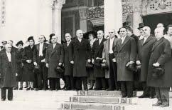 ΝΕΑ ΕΙΔΗΣΕΙΣ (Έρωτες, λίρες, τσιγάρα και εθνικά θέματα, στην Αθήνα του 1946… !)