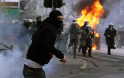 ΝΕΑ ΕΙΔΗΣΕΙΣ (DW: Αναβρασμός στην Ελλάδα – Αναρχικοί ρημάζουν καταστήματα και καίνε αυτοκίνητα)