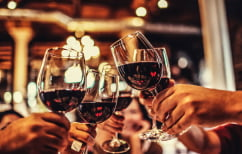 ΝΕΑ ΕΙΔΗΣΕΙΣ (Ένα μπουκάλι κρασί αυξάνει τον κίνδυνο καρκίνου όσο 10 τσιγάρα)