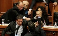 ΝΕΑ ΕΙΔΗΣΕΙΣ (Το βίντεο που εξηγεί την επίθεση με μπογιά κατά του Ράμα μέσα στη Βουλή της Αλβανίας)