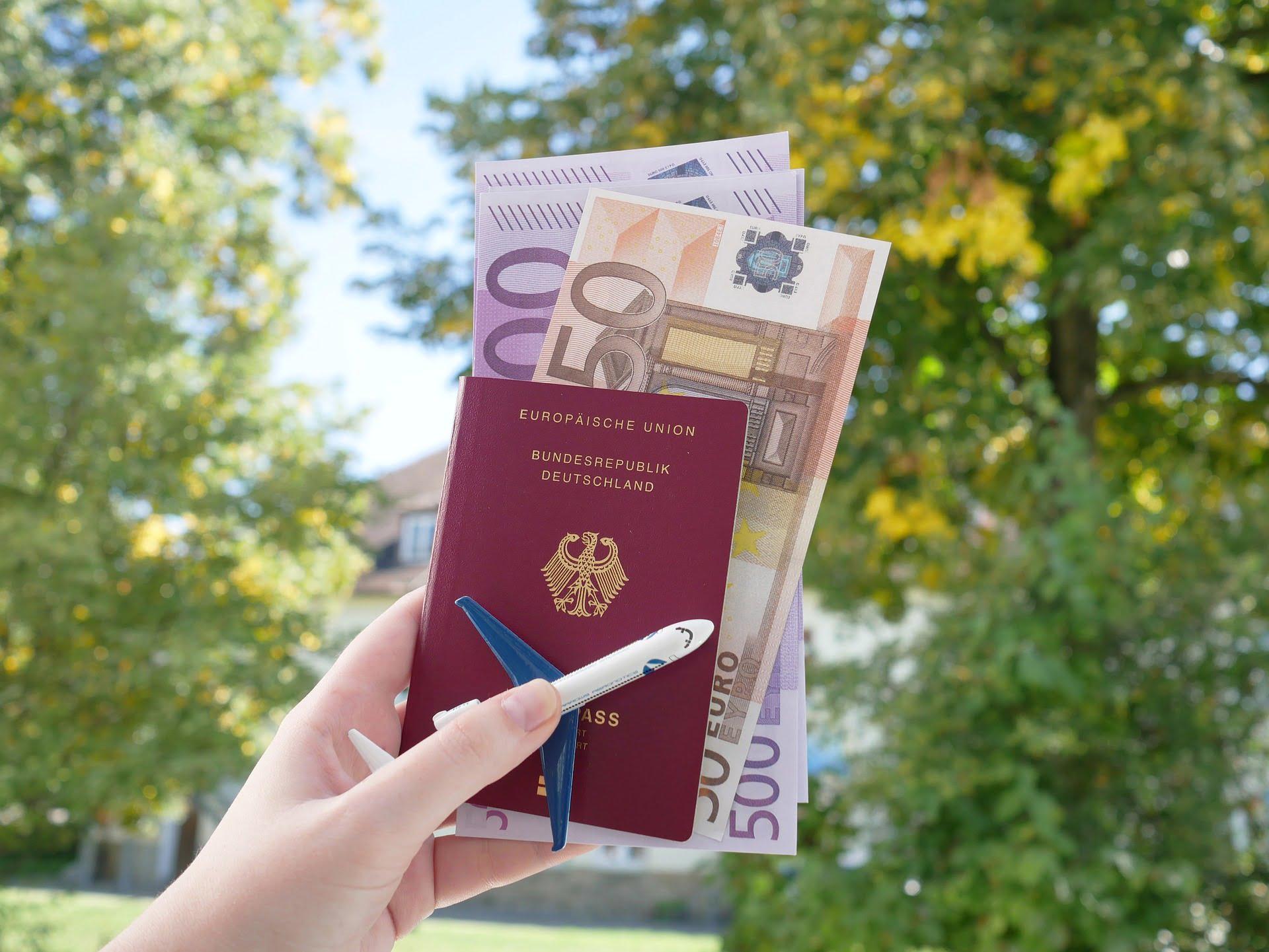 passport-4532483_1920