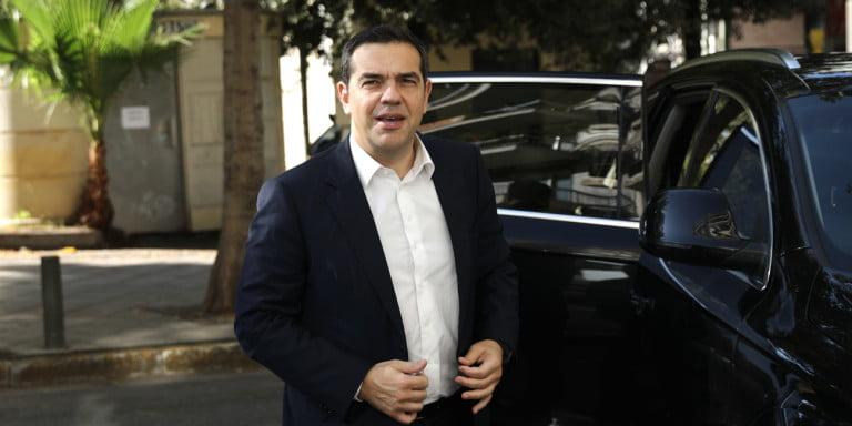 tsipras-sakkaki-lefko-poukamiso
