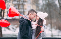 ΝΕΑ ΕΙΔΗΣΕΙΣ (Έρευνα: Τι αγοράζουν οι ερωτευμένοι Έλληνες του Αγίου Βαλεντίνου;)
