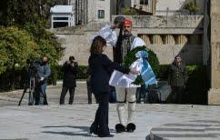 ΝΕΑ ΕΙΔΗΣΕΙΣ (Κατάθεση στεφάνου στο μνημείο του Αγνώστου Στρατιώτη από την Αικ. Σακελλαροπούλου)