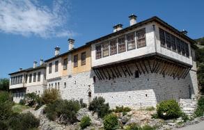 1200px-D70-0368-3-Pavlos-Vrellis-museum