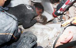ΝΕΑ ΕΙΔΗΣΕΙΣ (Η ζωή νίκησε το θάνατο: Κοριτσάκι 4 ετών ανασύρθηκε ζωντανό από ερείπια στη Σμύρνη, έπειτα από 4 ημέρες)