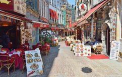ΝΕΑ ΕΙΔΗΣΕΙΣ (Κορωνοϊός – Βέλγιο: Εστιατόριο σερβίρει φαγητό και ποτό σε κούκλες)