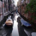ΝΕΑ ΕΙΔΗΣΕΙΣ (Βενετία: «Στέρεψαν» τα κανάλια – Απόκοσμο θέαμα με γόνδολες αραγμένες στο βυθό)