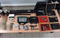 ΝΕΑ ΕΙΔΗΣΕΙΣ (Θεσσλονίκη: Βρέθηκε «μίνι οπλοστάσιο» σε σπίτι άνδρα)