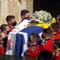 ΝΕΑ ΕΙΔΗΣΕΙΣ (Η ελληνική σημαία που συνόδευσε τον πρίγκιπα Φίλιππο στην τελευταία κατοικία του)