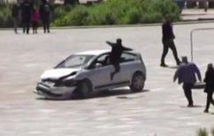 ΝΕΑ ΕΙΔΗΣΕΙΣ (Viral~Τίρανα: Οδηγός σκόρπισε τον τρόμο σε πλατεία – Τον σταμάτησε άνδρας που πήδηξε μέσα από το παράθυρο!)