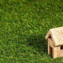 ΝΕΑ ΕΙΔΗΣΕΙΣ (Παγώνουν προσωρινά οι πλειστηριασμοί πρώτης κατοικίας)